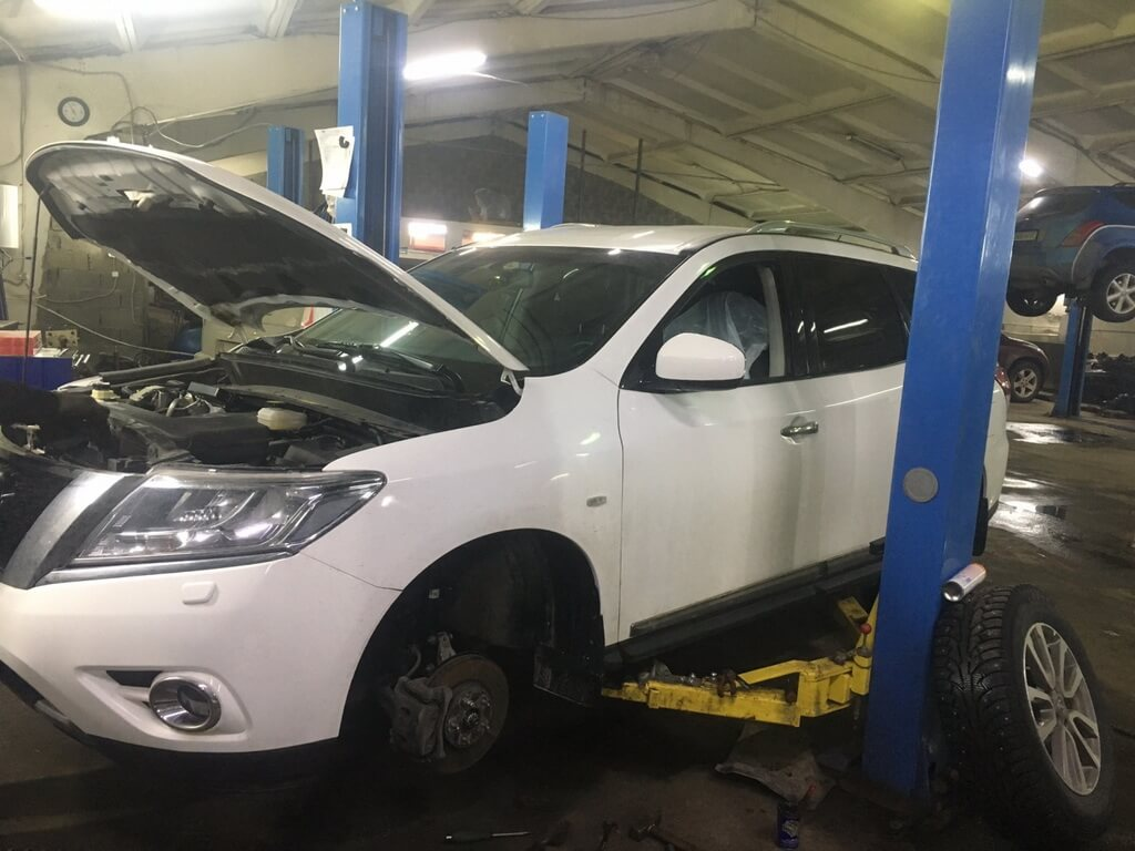 Nissan Pathinder R52: ремонт ходовой части после удара в колесо