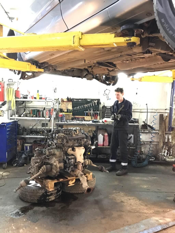 Nissan Maxima: ремонт ДВС VQ20DE, устранение причины масляного жора